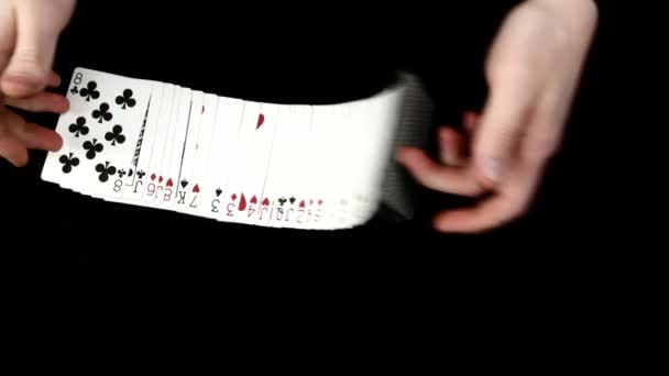 Spielkarten verteilt, wie Lüfter, auf eine schwarze Fläche von Magier