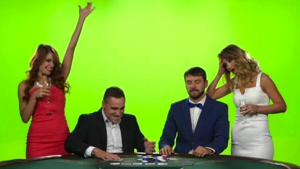 Vítězství v pokeru. Někteří jsou rádi, někteří v zármutku
