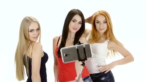Bruneta, zrzka a blondýnka představují pro selfie fotografii
