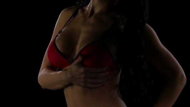 Luxusní Komoda v krásné červené spodní prádlo
