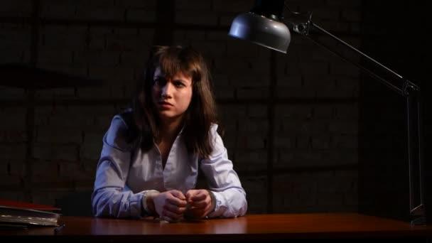 Zatčených dívka zkoušející dává možnost zápisu zpověď
