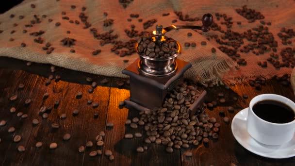 Keramické kávovar na stůl s šálkem kávy