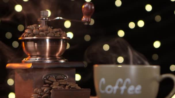 Mlýnek na kávu a horké kafe s cigáro