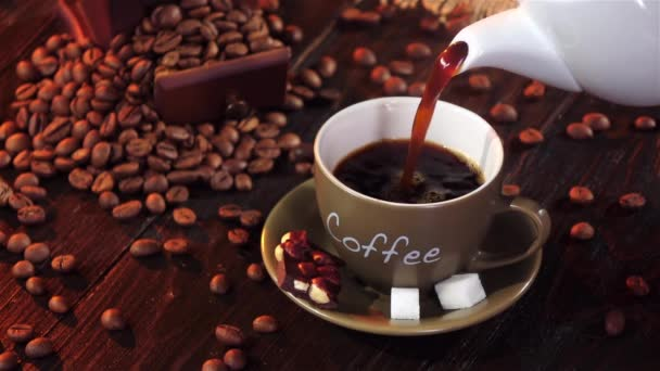 Káva espreso s malým kouskem čokolády s ořechy