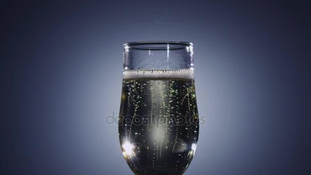 Slow motion. Bolle di champagne vino scompare dalla bevanda