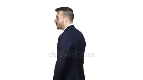 Mann dreht sich um und zeigt Handbewegung Alles ist gut