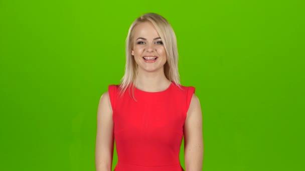 Dívka v červených šatech je tanec pro radost, zelená obrazovka