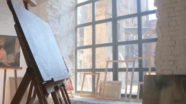 Bílé plátno na připravené namalované na Stojan malířský