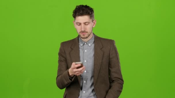 Az ember egy ismerős számot tárcsázza, és beszélgetni kezdett. Green Screen