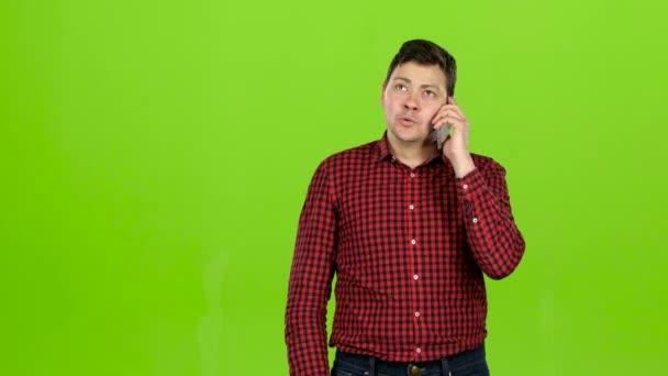 Man wählt eine vertraute Nummer und anfängt zu reden. Green-Screen
