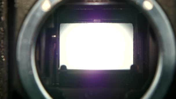 Kamera-Nahlinse. Kamera-Auslöser Blende Übergang in Zeitlupe