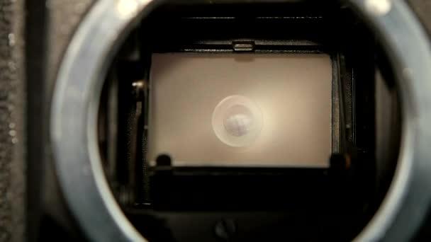 Aufnahme der Blende der Kamera in Zeitlupe, Nahaufnahme