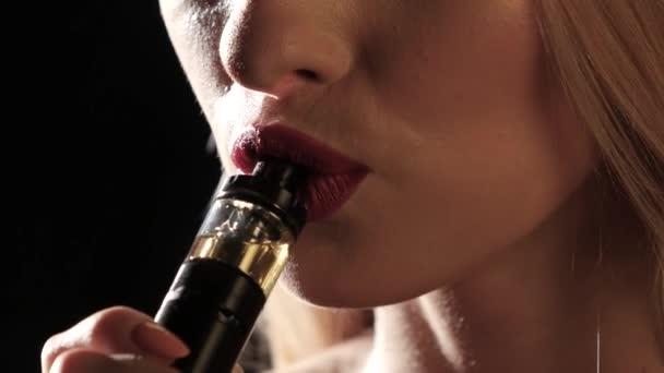 černá dívka kouření videa