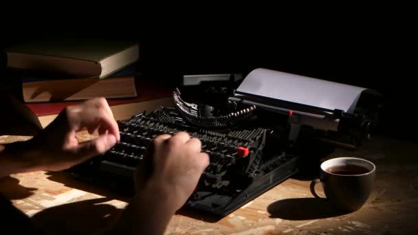 Píše psaní psací stroj v noci vzniká nový román