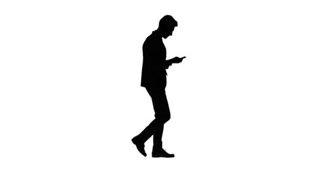 Mann zur Arbeit geht und spricht am Telefon. Weißen Hintergrund. Silhouette. Seitenansicht