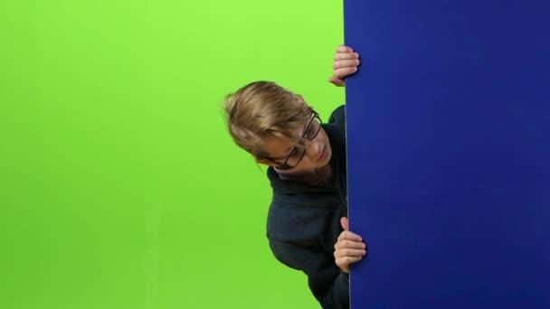 Kezek hozzák a fórumon, akkor van egy fiú, és mint egy zöld képernyő mutatja. Lassú mozgás