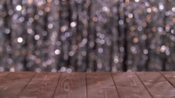 A háttérben a csillogó absztrakt homályos körök fából készült asztal defocused fények. Háttérben a bokeh