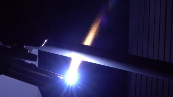 Laserové obrábění obrobků na obráběcích strojích