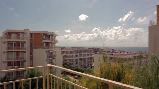 výhled na moře z balkonu hotelu