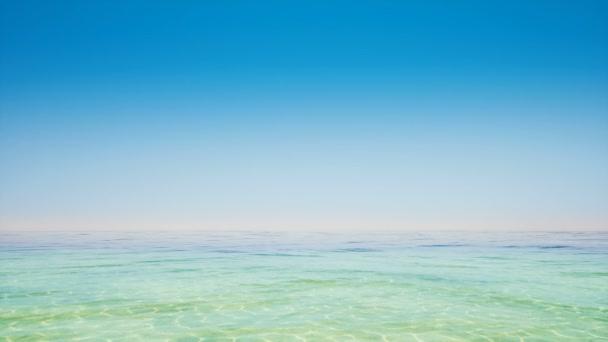 Jasná obloha a tropický oceán