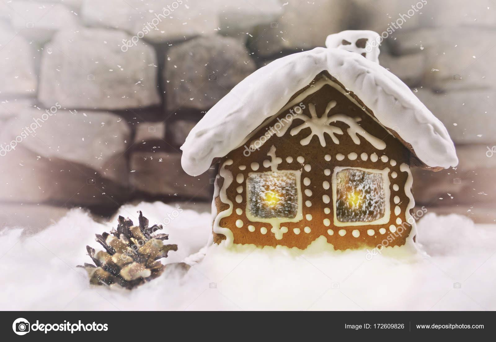 Casetta Di Natale Con Biscotti : Nevoso casetta di panpepato con fiocchi di neve albero di natale w