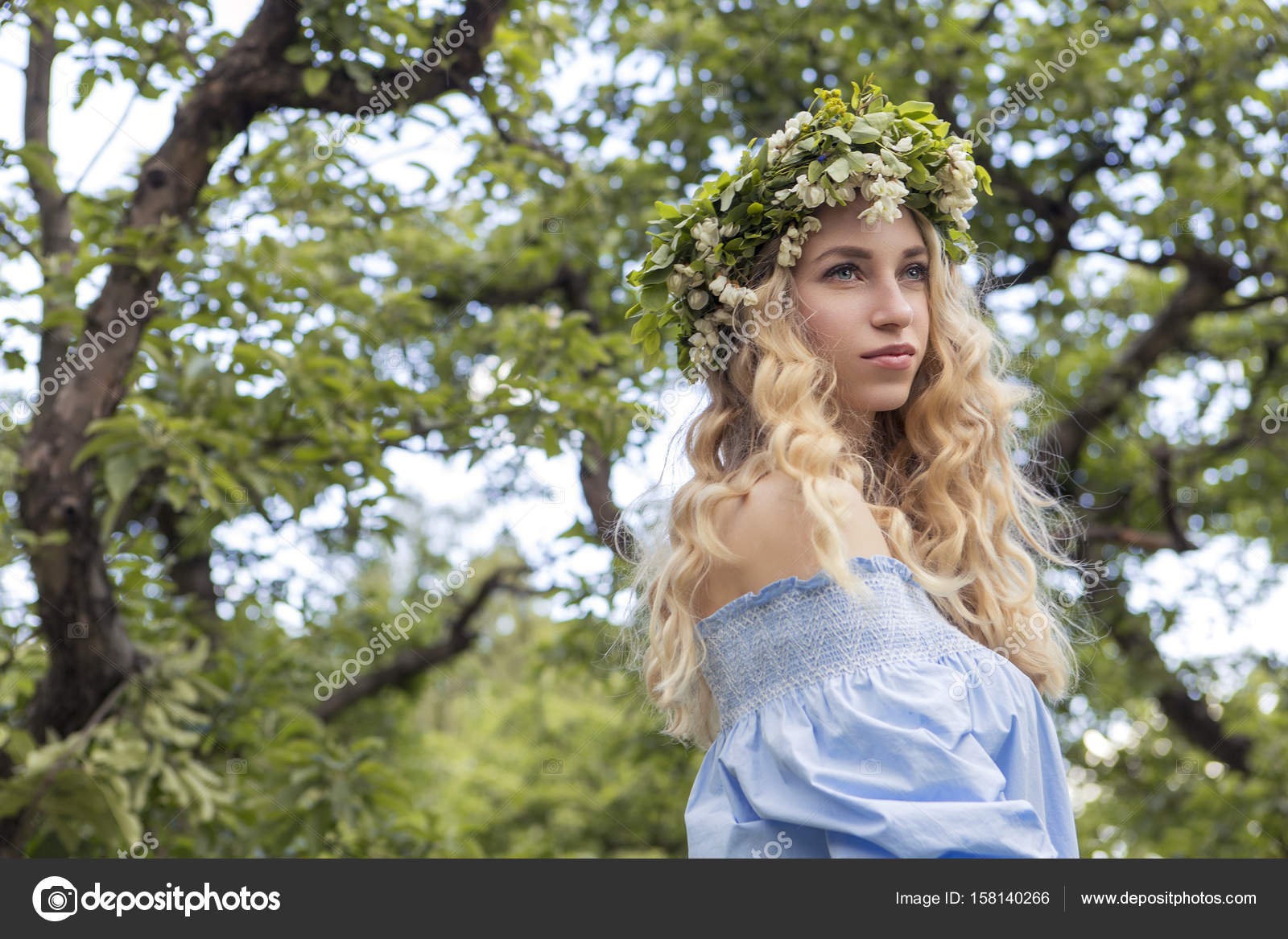 Süße sexy wunderschöne kaukasischen Frau in sinnliche Kleid auf ...
