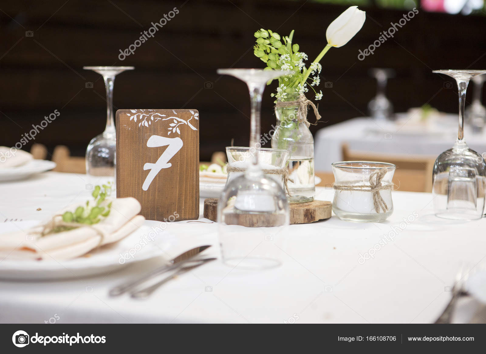 Simple but luxury rich table setting for a wedding celebration i u2014 Stock Photo & Simple but luxury rich table setting for a wedding celebration i ...