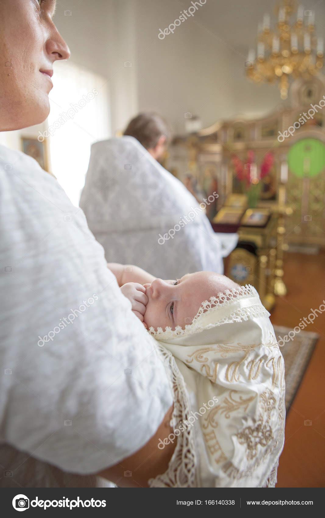 Pate Kaukasischer Junger Mann Hält Kleines Kleinkind In
