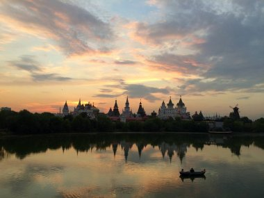 Izmailovsky Kremlin at sunset