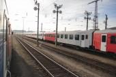 Fotografia Vista delle due ferrovie e un vecchio treno dalla finestra di un altro treno