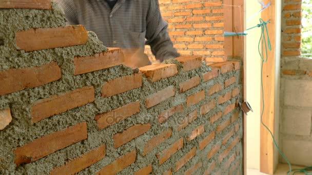 Pracovní stavět zdi na staveništi