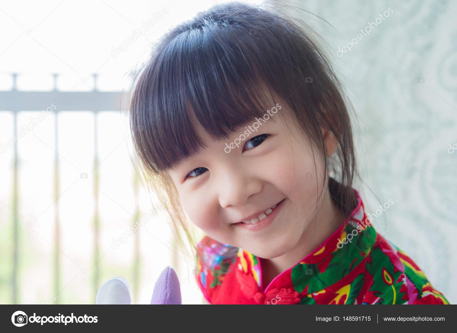 かわいい中国の女の子の笑顔 — ストック写真 © parinyabinsuk #148591715