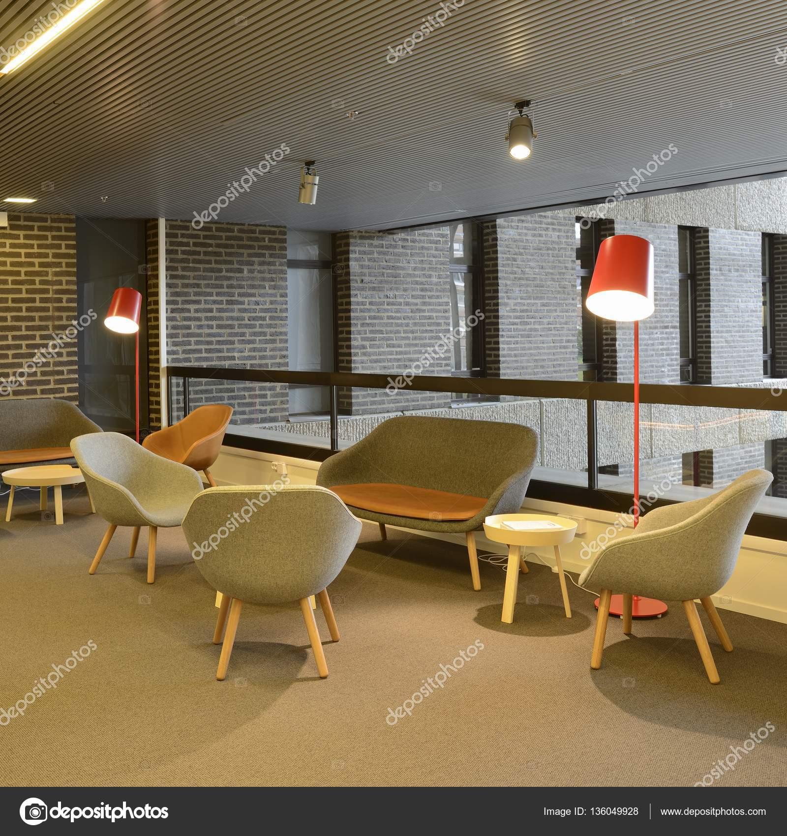 Lege cafetaria interieur — Stockfoto © a40757 #136049928