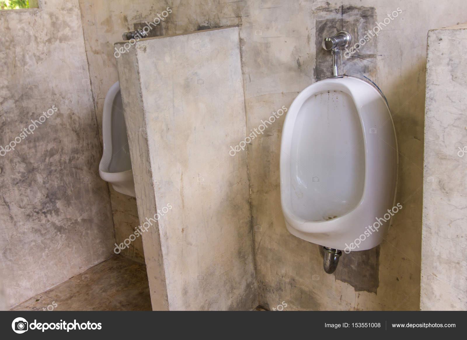 Urinoir In Badkamer : Urinoir in wc badkamer van de mannen u2014 stockfoto © prwstd ben