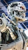 osaka, japan - 13.11.2019: ein Foto des Endoskeletts des Terminators vom Typ t-800 von der Seite mit dem rechten Oberarm als Motiv in den Universal Studios Japan.