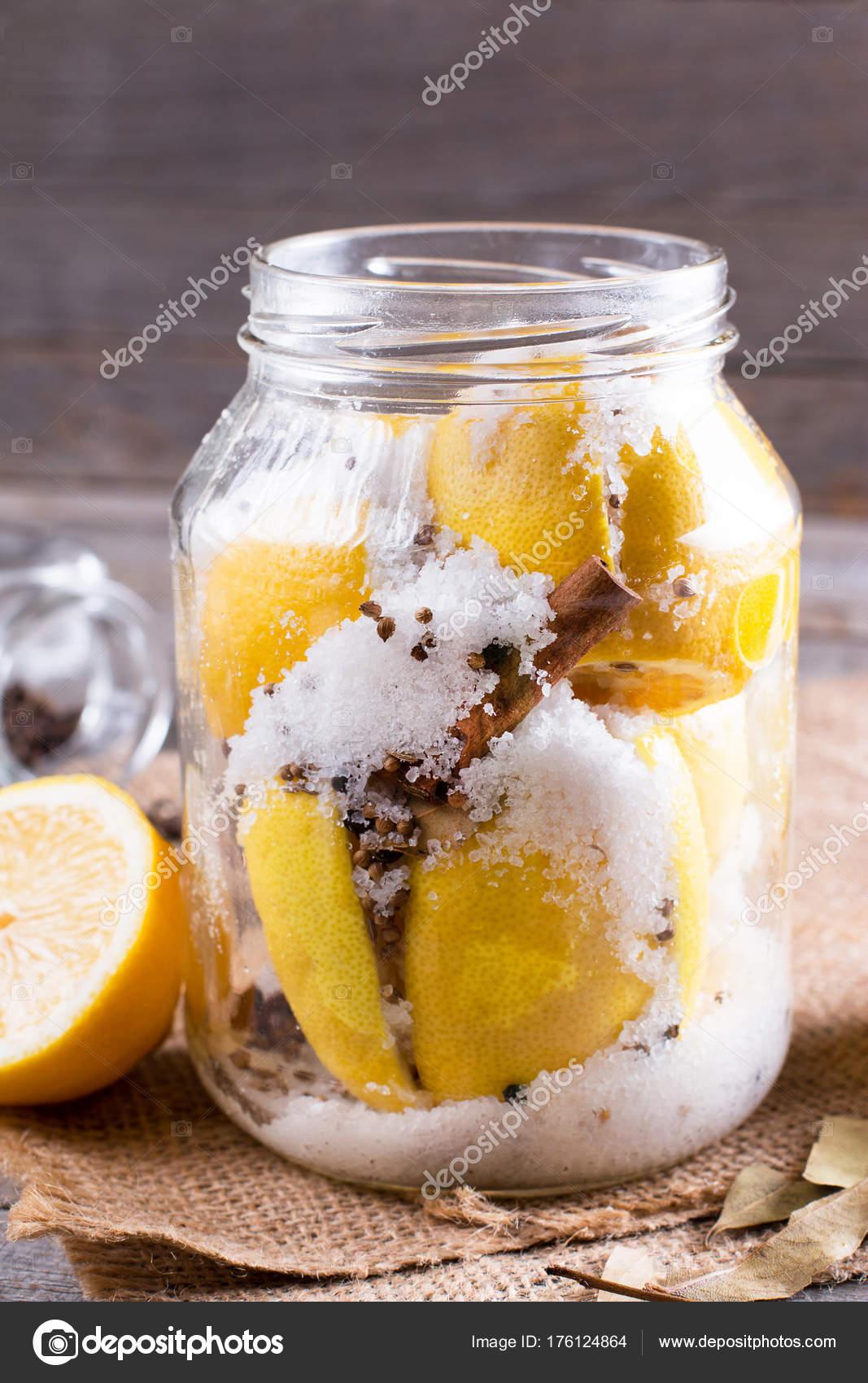 Konserverade citroner med havssalt  Vertikal