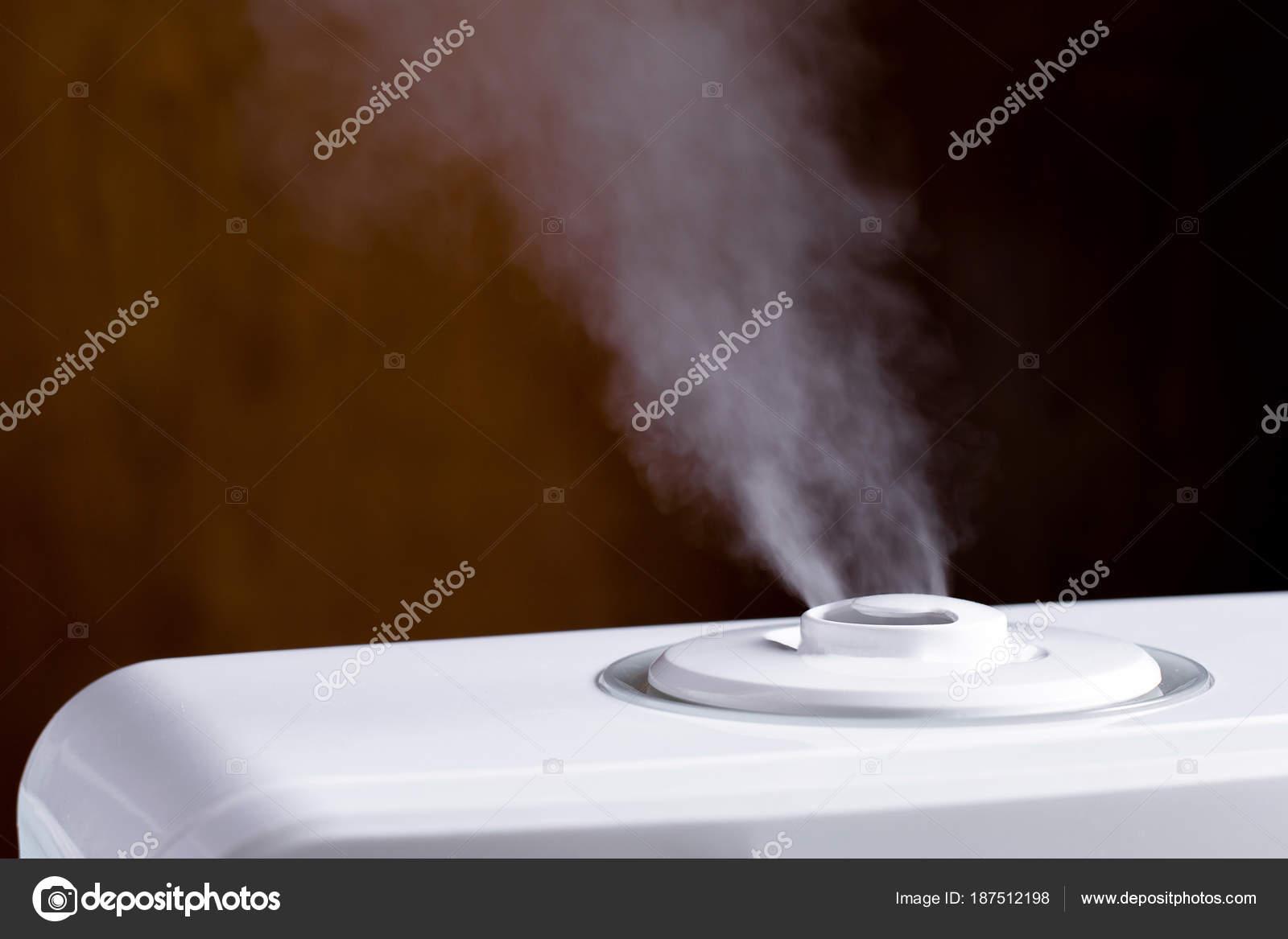Dunst von Luftbefeuchter im Schlafzimmer. Ultraschall-Luftbefeuchter ...