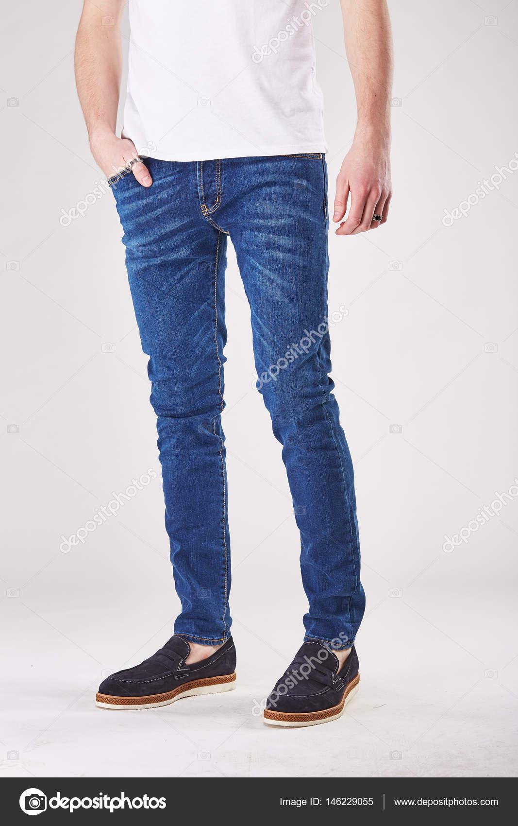 Pantalon Bleu Lumineux Des Homme Studio Pose Et En Mode kXwZTOPiu
