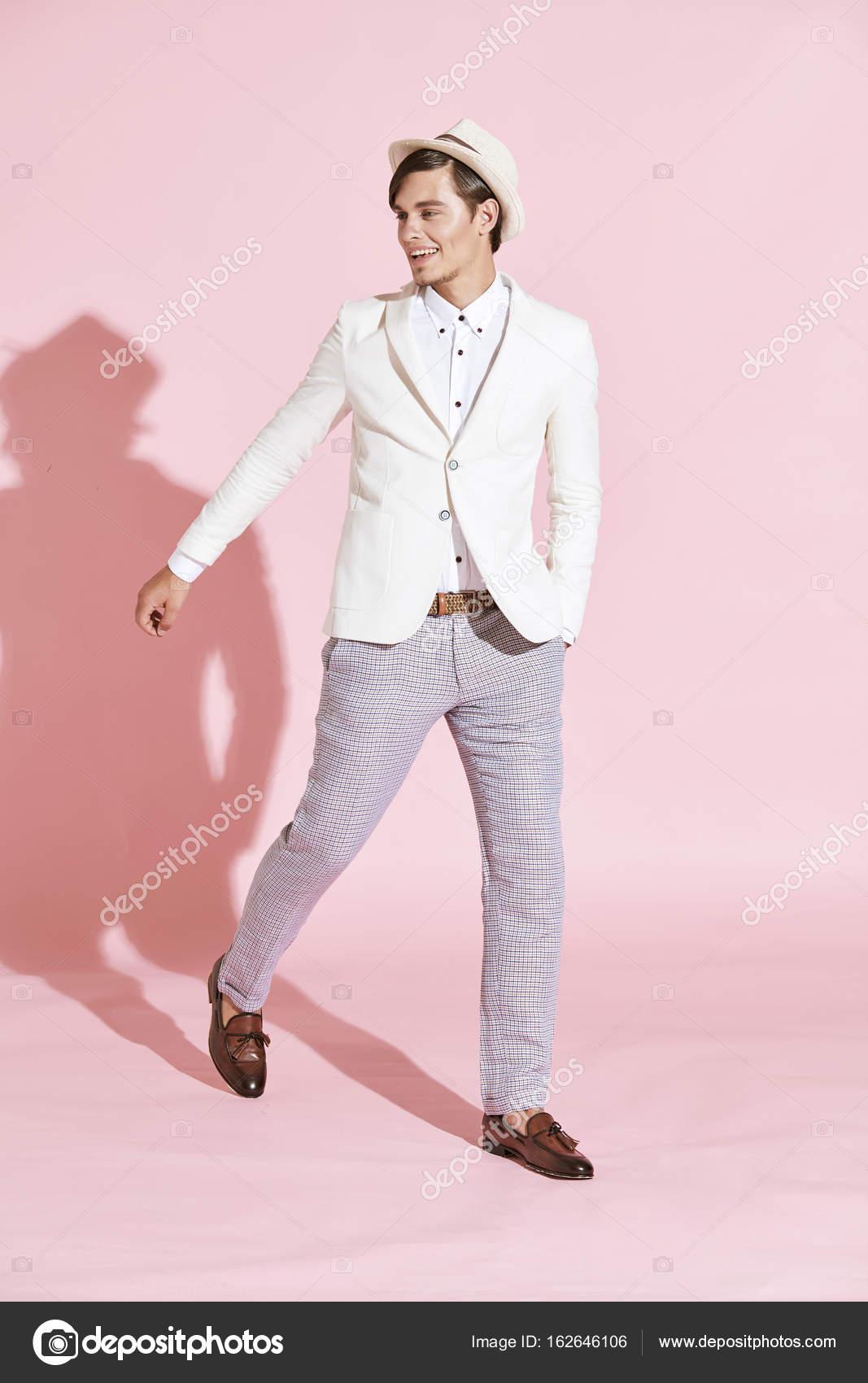 cappello uomo colore giacca o pantaloni