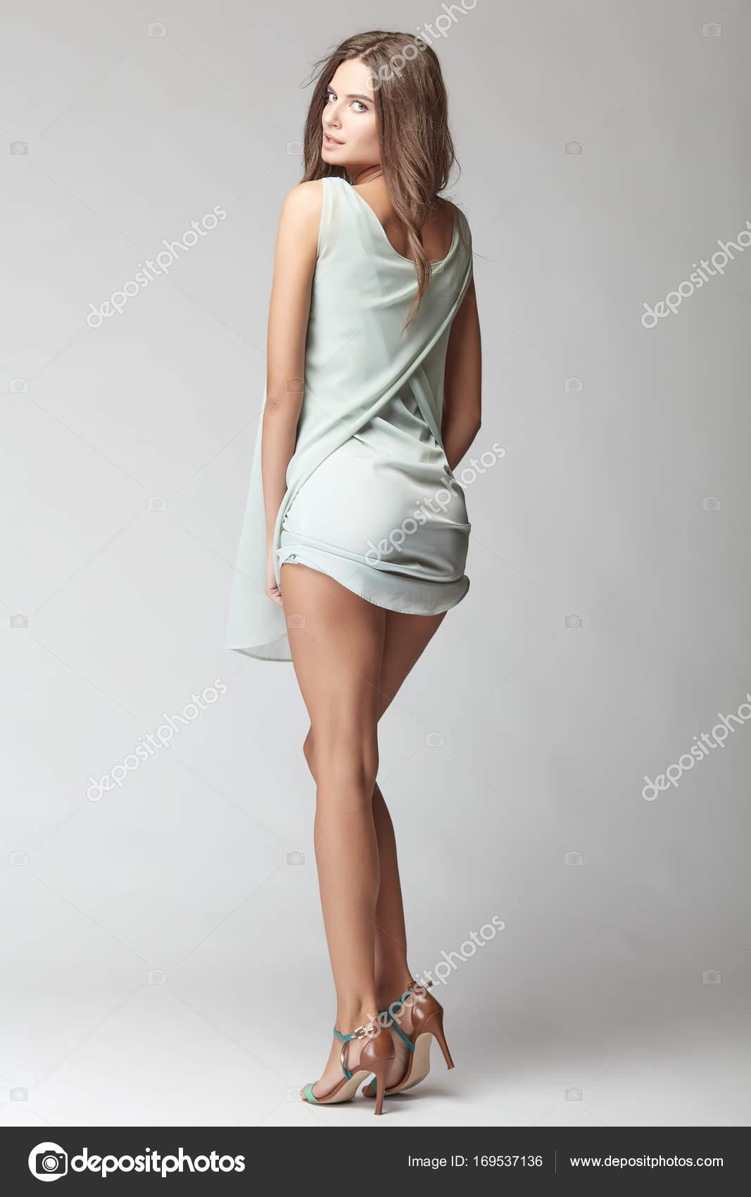 Сексуальные девушки короткие платья