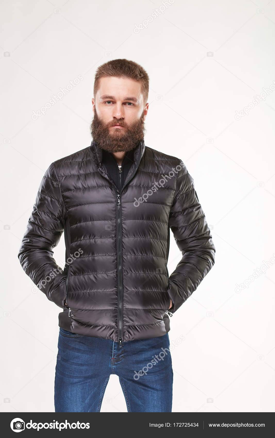 se connecter premier coup d'oeil meilleure qualité pour Modèle attrayant jeune homme sexy avec barbe posant dans le ...