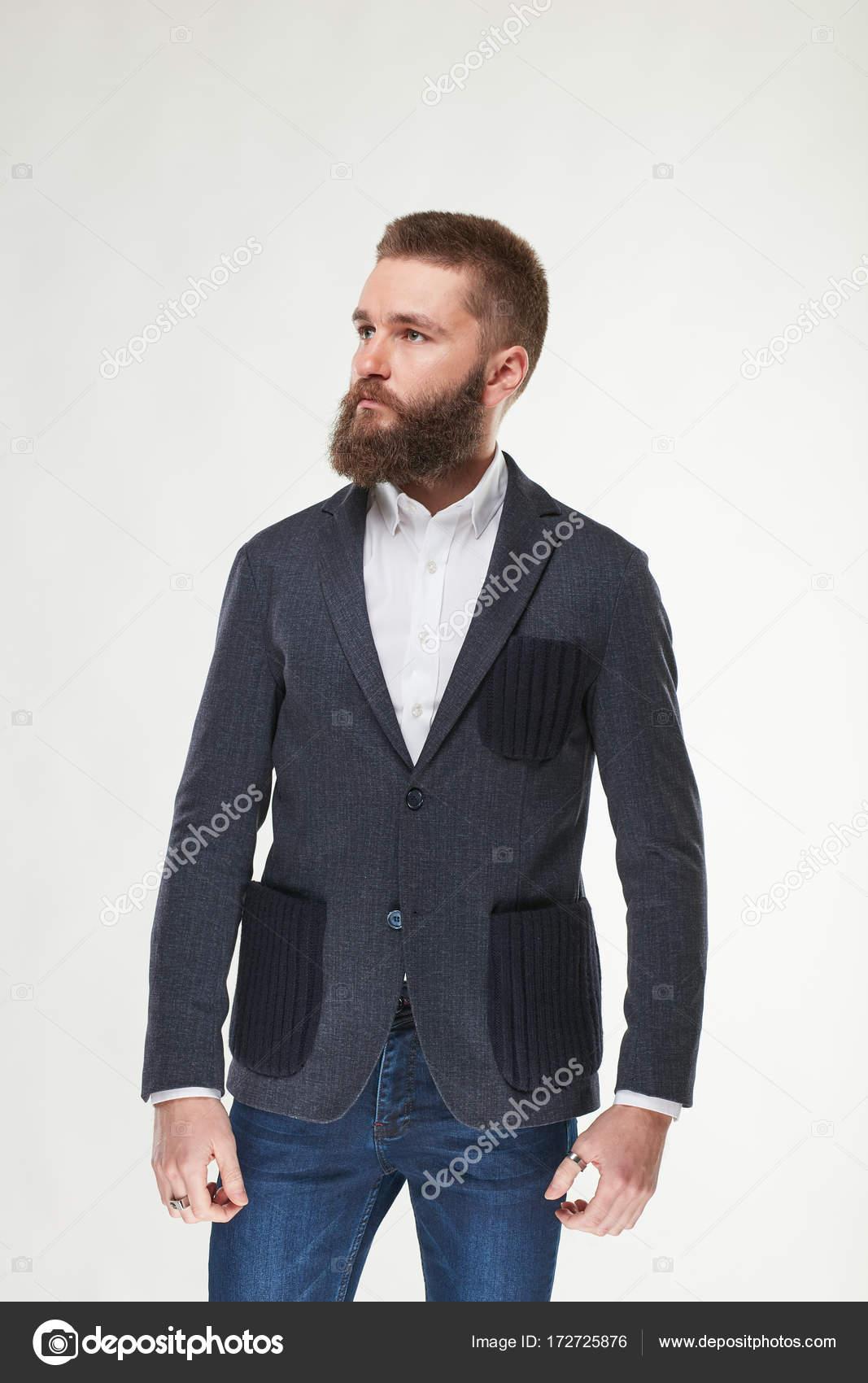 Veste grise chemise blanche