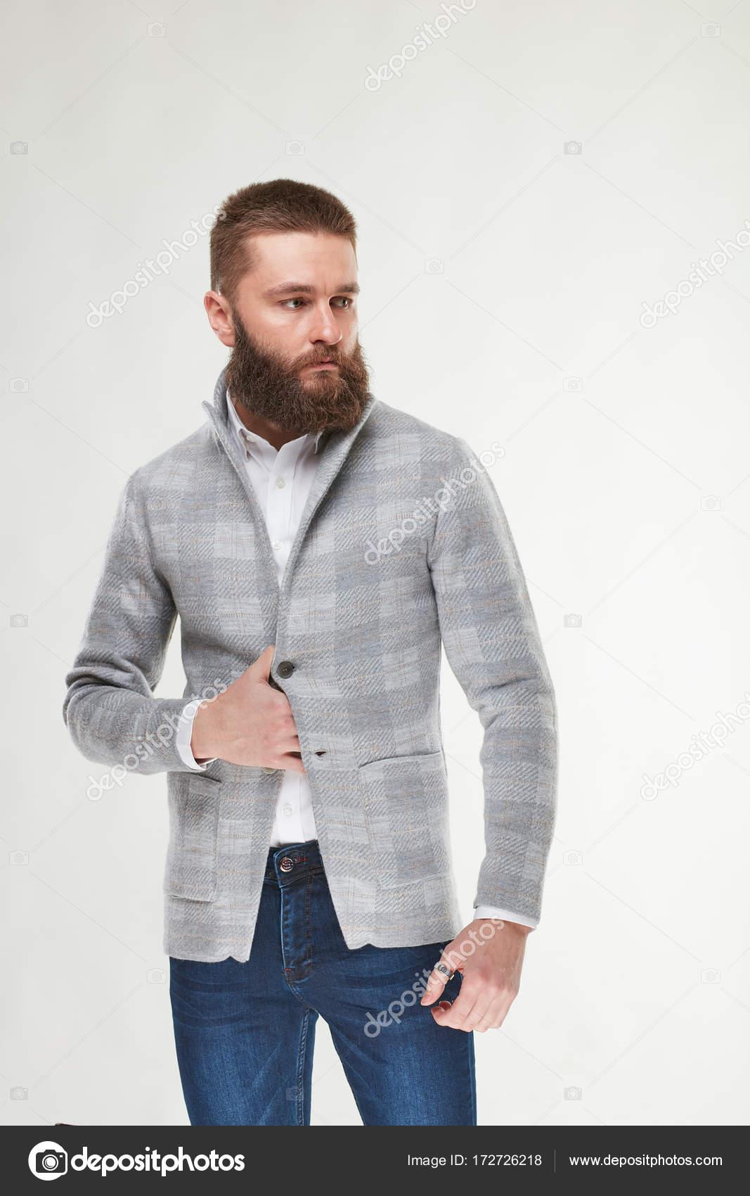 che serio Modello la uomo posa barba di attraente sexy con giovane z6nRT6f