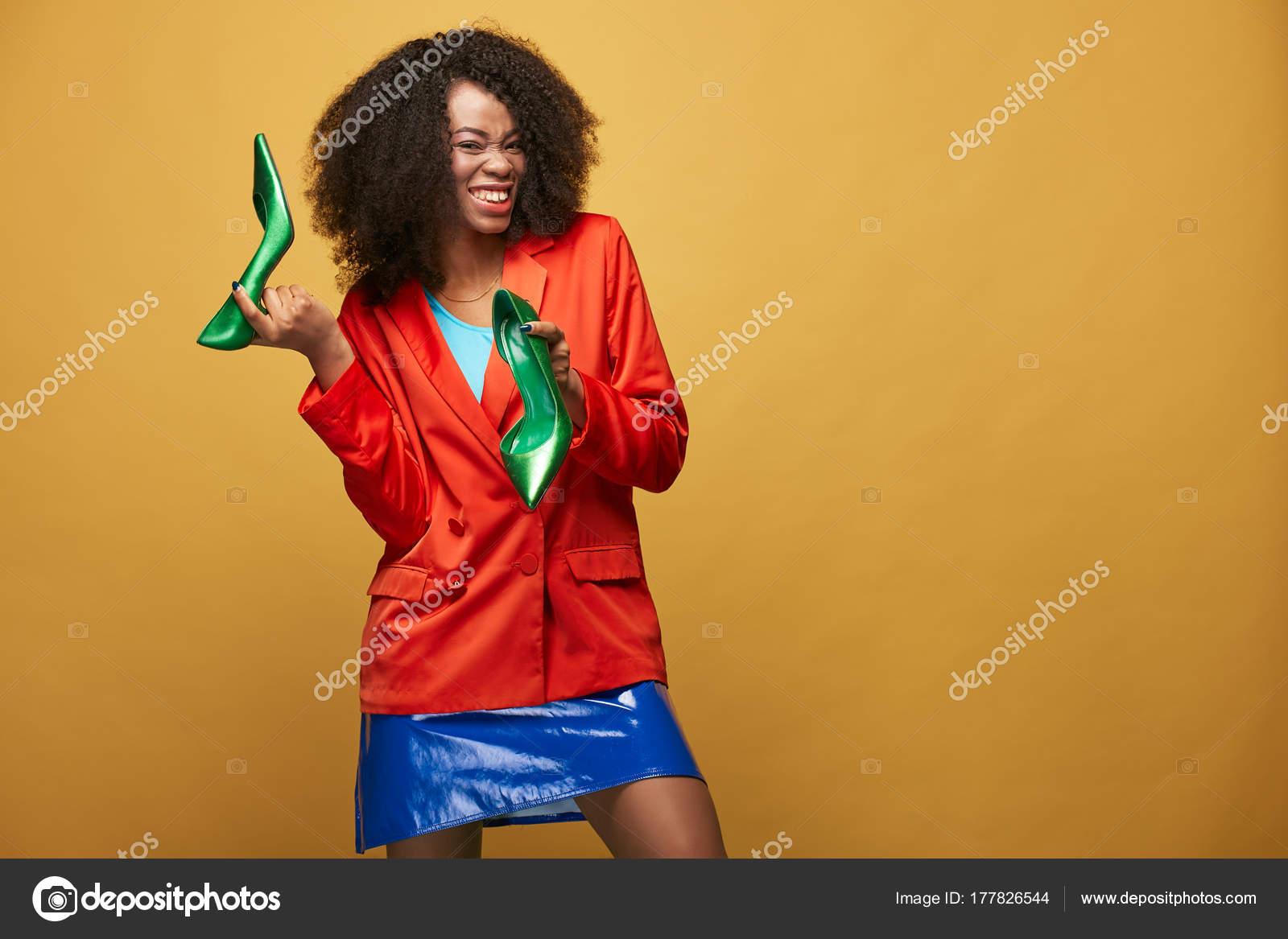 Drole Portrait Colore Jeune Fille Africaine Avec Coiffure Afro