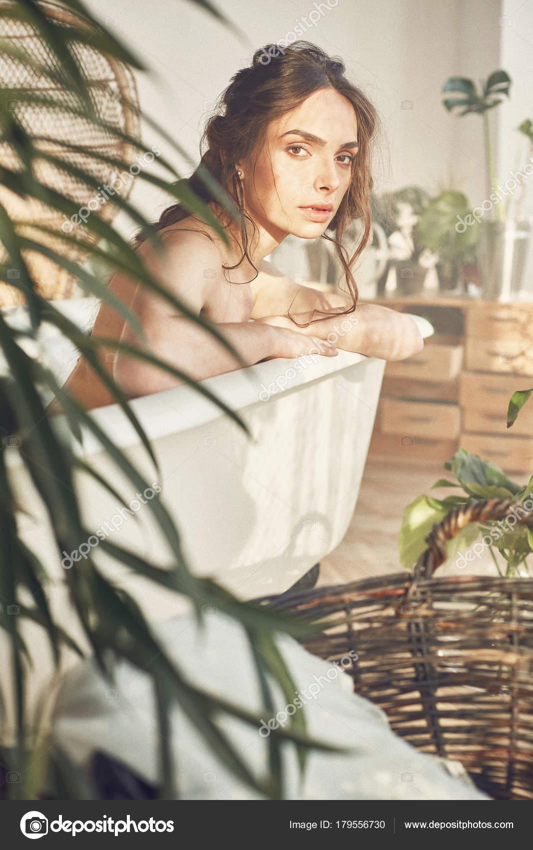 Όμορφες νέες γυμνές φωτογραφίες
