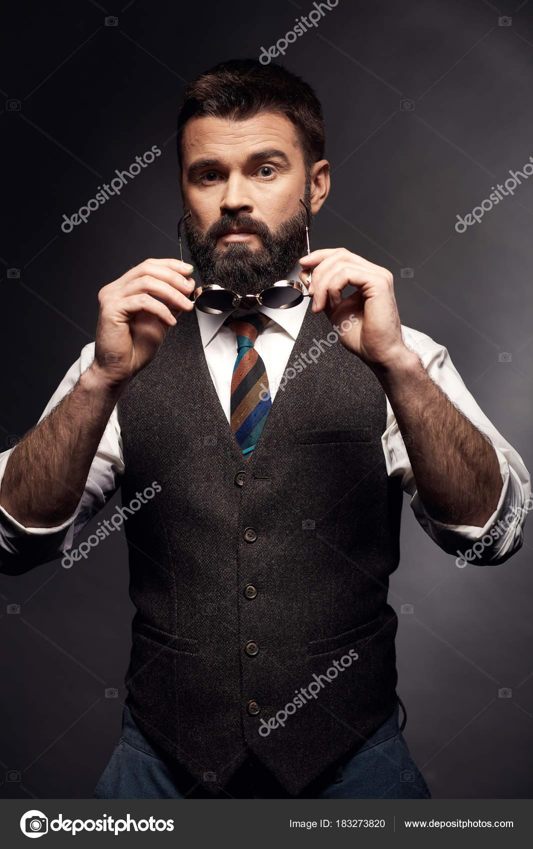 magasiner pour authentique vente au royaume uni dernières tendances Portrait Studio Séduisante Bel Homme Aux Cheveux Noirs ...