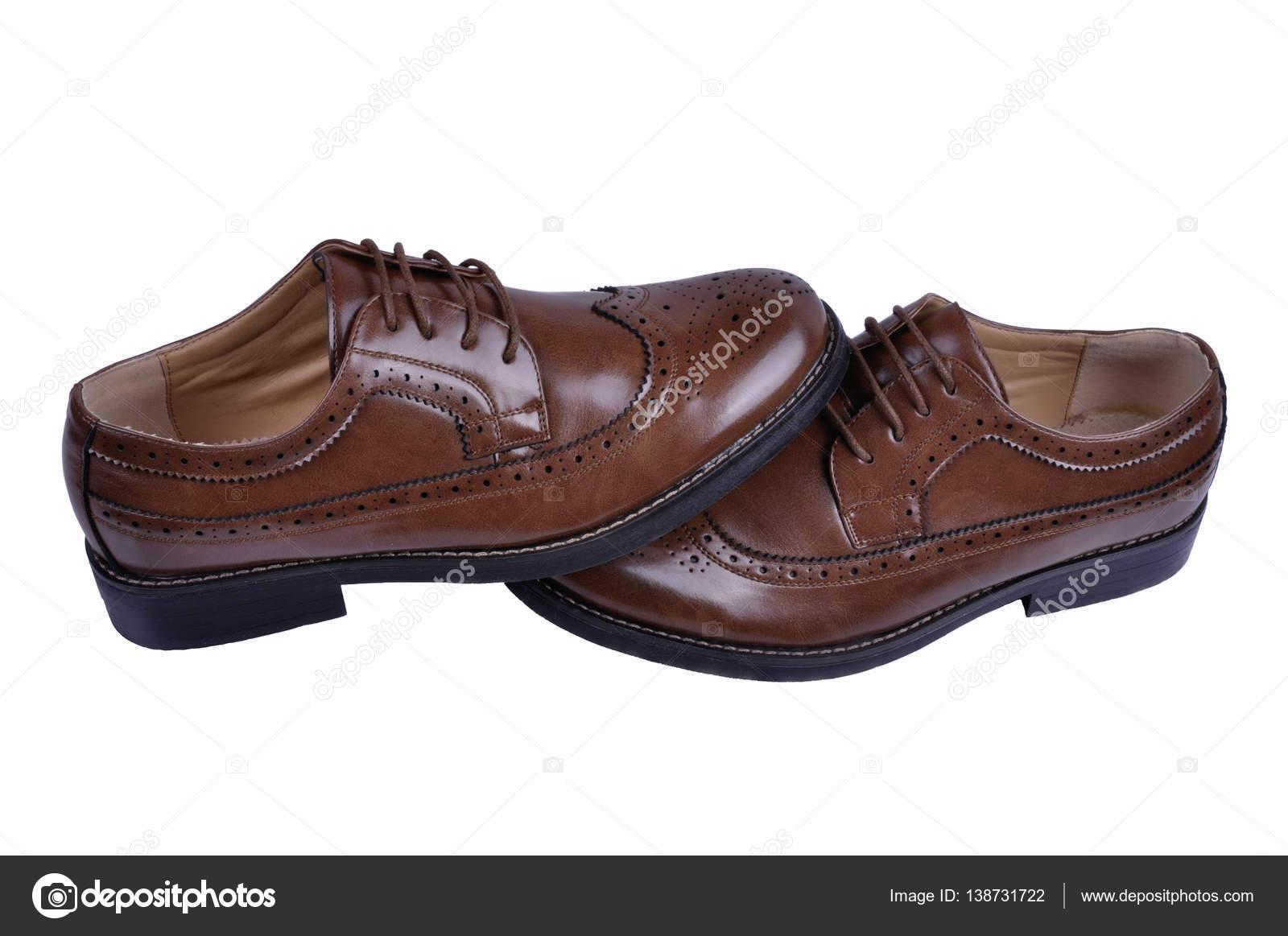 509281f18a zapatos de hombre marrón aislada sobre fondo blanco — Fotos de Stock ...