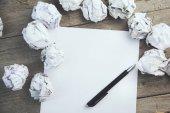 Fotografie papír s zmuchlané papíry