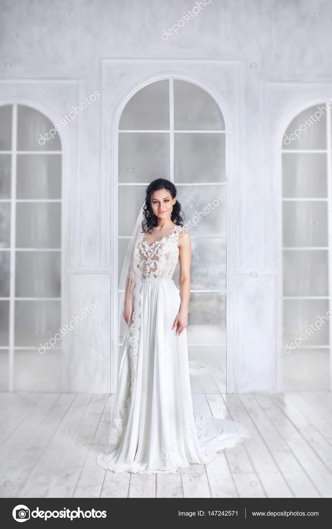 Porträt der Schönheit der Braut tragen Mode Hochzeit Kleid mit ...