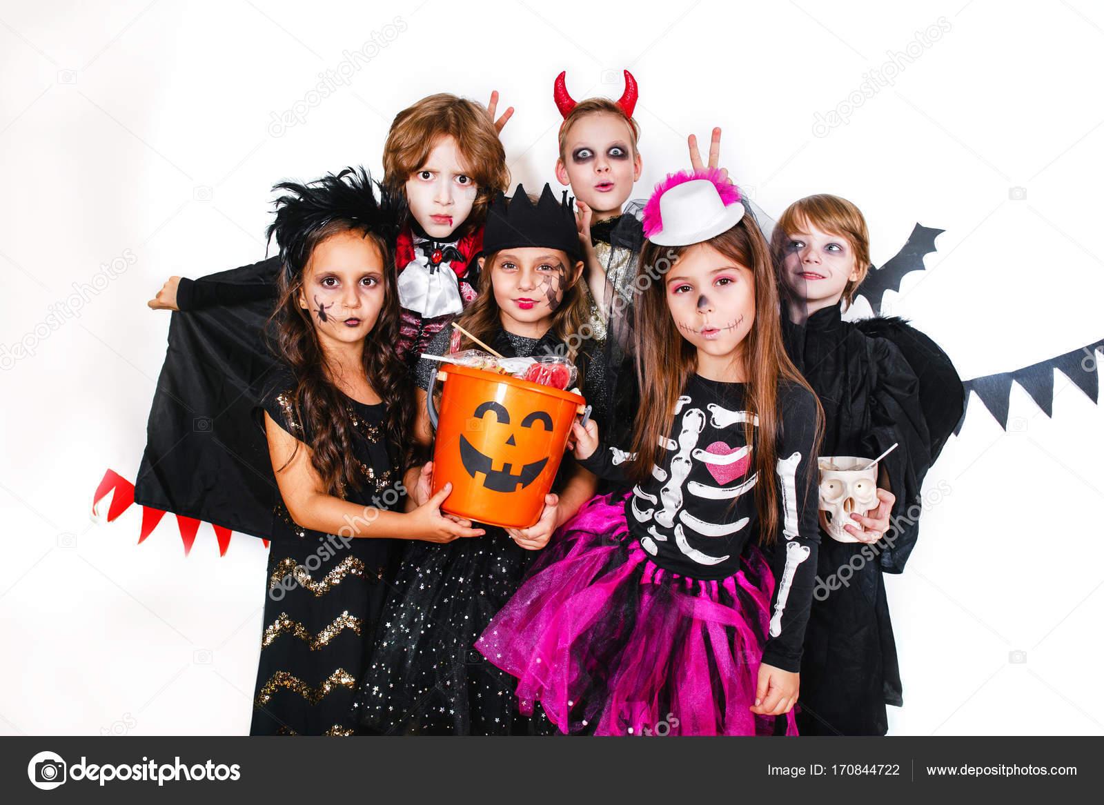 Kinderen Halloween.Halloween Feest Grappige Kinderen In Carnaval Kostuums